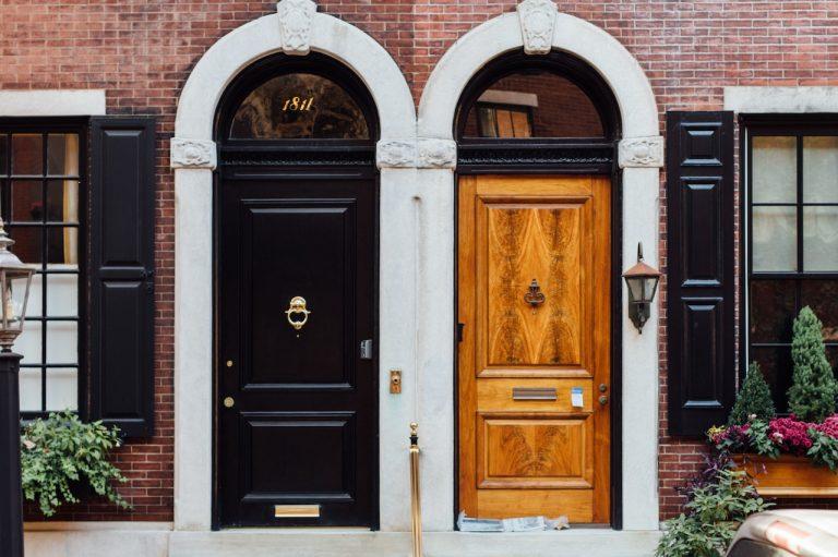 Drzwi drewniane czy aluminiowe?